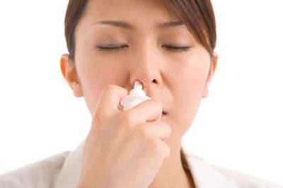 Cẩn trọng khi dùng thuốc xịt mũi