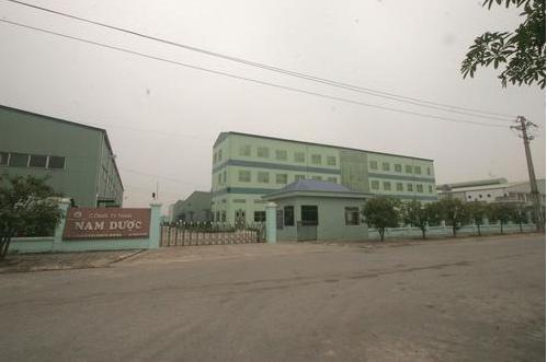 Nhà máy nhìn từ cửa chính